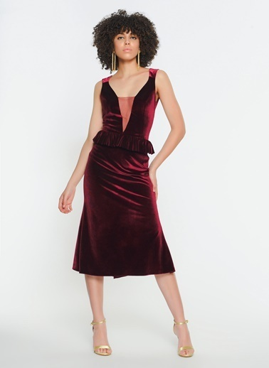 Zeynep Ökmen Göğüs Dekolteli Belde Volan Detaylı Midi Kokteyl Elbisesi Bordo